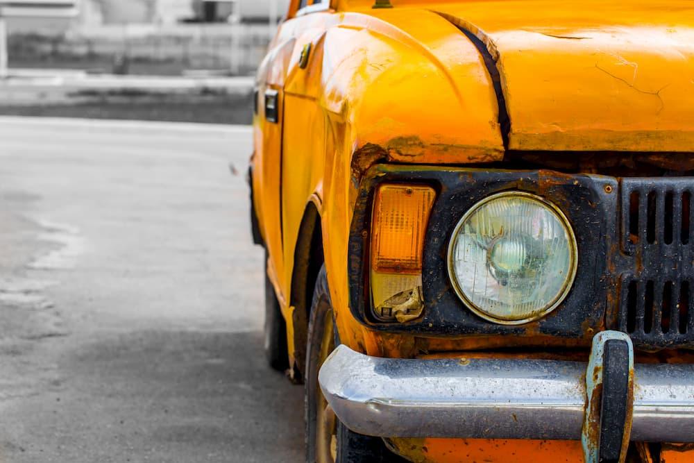 carro antigo laranja